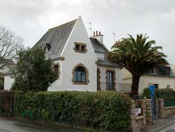Large house close to the beach at Morgat