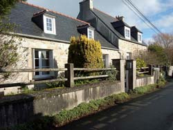 Slate-roofed cottage close - Le Fret