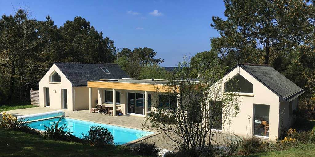 Maison avec piscine à Morgat dans le bois du Kador