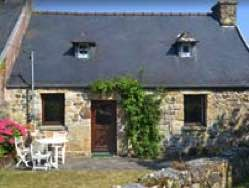 Charming slate-roof cottage near Tromel beach